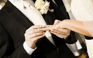 """作为95后,我只想办""""抠门的婚礼"""""""